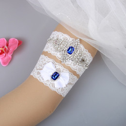 Dentelle Blanche À La Jarretelle Pas Cher-Blue Crystal Beads Bow 2pcs Set White Lace Bridal Garters For Bride's Wedding Garters Sexy Grossiste Leg Legers En Stock Pas cher
