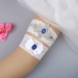 Nupcial Garters Blue Crystal Beads Bow 2pcs Set Encaje blanco para las ligas de la boda de la novia Leg Ligas Más Tamaño En Stock barato
