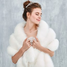 Warm Bridal Bolero Canada - 2017 Winter Fur Bridal Bolero Jacket Ivory New Arrival Warm Wedding Accessories Bridal Boleros Free Size