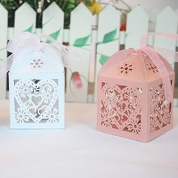 Boîte À Papier Cadeau Pour Mariage Pas Cher-Wedding Candy Boxes Decoration Favors Cadeaux Box Love Heart Hollow Baby Shower Favor Holders Wrap Party Bags Carton Paper Supplies