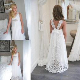 beach rhinestone wedding dress 2019 - Simple Lace Empire Beach Wedding Flower Girl Dresses 2018 v Neck Long Girls Pageant Gowns With Beaded Belt Straps Back B