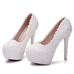 Queen B Dresses UK - Crystal Queen Women Lace Wedding Shoes Lace Pumps High Heels Round Toe Platform Shoes Party Lady Wedding Heels Thin Heels Pumps