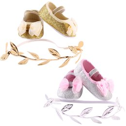 Barato Botas Recém-nascidas Por Atacado-Atacado - Baby Crib Shoes Infant Newborn Baby Girls Sapatos de algodão Headband Set Baby Booties Sapatos First Walker 3-12M