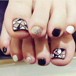 24 Unids Sello Fake Toe Nails Tips Negro Blanco Plata Triángulo Geometría Toe Short Uñas Falsas Artificial