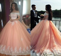 Barato Blush Vestidos De Renda Mangas-Blush Pink Ball Vestido Quinceanera Vestidos Bateau Neck Off Shoulder Manga Curta Appliques Lace Sweet 16 Dresses Prom Dresses