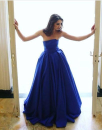 Barato Barato Strapless Cetim Longo Vestidos-Simples Elegante Royal Blue Vestidos de noite baratos 2017 Strapless A Line Cetim Long Vestidos de baile Runway Fashion Wear Party Dress
