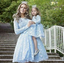 Barato Dresse Mãe-2017 Lace Long Sleeve Mãe e filha Prom Dresses Light Blue Full Lace Family Dresses Mãe e filha Matching Outfits Party Dresse