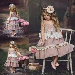 Longueur De Thé Pas Cher-Adorable Tea Length Lace Flower Girls Robes pour les mariages A-Line Halter Toddler Dressing Dressing First Tiered First Communion Gowns