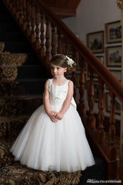 Barato Faixa Azul Festa Nupcial-2017 White Ivory Lace Flower Girl Dresses Couture Baby Vestido de Bola Toddler Princess Children Attendant Bridal Party Bow Sash Voltar