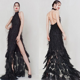 Robes De Cocktail Split Avant Pas Cher-Luxino Cristinasavulescu Side Split Feather Black Robes de cocktail Halter sans manches Backless A Line Sexy Sweep Train Prom Gown