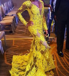 Robes Longues En Bandage Long Pas Cher-Mermaid Deep V Neck Gown Prom Long Sleeves Jaune Dentelle Avec Plumes Sexy African Beaded Lace Plus Size Robes De Soirée robe de soiree