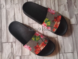 $enCountryForm.capitalKeyWord Canada - Wholesale Printing Flower Slippers For Men and Women Fashionable Summer Genuine Leather Sandals in Size Euro35-45