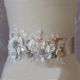 Wunderschöne neue handgemachte Blumen Braut Schärpe Gürtel hochwertige Spitze Applikationen Mode Hochzeit Zubehör Brautkleid im Angebot