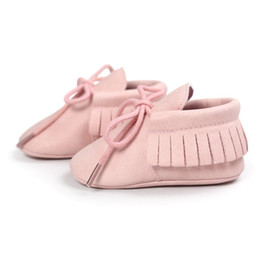 China Wholesale- PU Suede Leather Newborn Baby Boy Girl Moccasins Soft Moccs Shoes Fringe Soft Soled Non-slip Footwear Crib Lace-up Shoe cheap baby canvas soft sole shoes suppliers