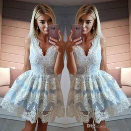 Barato Vestidos Chiques E Chiques-Cheap 2018 Chic Sexy V Neck árabe Appliqued Short Homecoming Vestidos A Line V Neck Short Prom Dresses Cocktail Gowns Custom Made