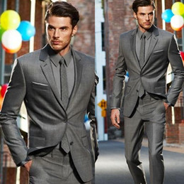 Esmoquin Gris Delgado Baratos-Al por mayor-venta caliente esmoquin novio gris Wedding Prom Party Lounge trajes (cualquier color) padrinos de boda esmoquin Slim Fit Trajes (Jacket + Pants + Tie)