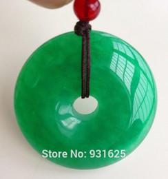 Großhandel Schöne Großhandel chinesische natürliche 30mm handgeschnitzte Harmony Lucky Green Jade Anhänger + Seil Halskette Modeschmuck