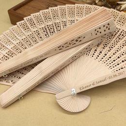 Ventiladores de mano de sándalo personalizados con bolsa de organza favores de la boda sorteos del partido del ventilador Envío gratis a granel 50pcs / lot