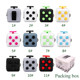 Barato Brinquedos Divertidos-Perfect Fidget Cube Vinyl Desk Toy Keychain Squeeze Fun Stress Reliever 3.3cm 11 cores Clique Glide Flip Spin Breathe Roll With Box
