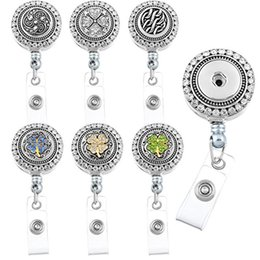 Badges Rétractables Pas Cher-9 Styles Charm Snaps Boutons Retractable Badge Reel Clip On Card Holder avec 3pcs Ronde Bricolage Boutons Boutons N160S