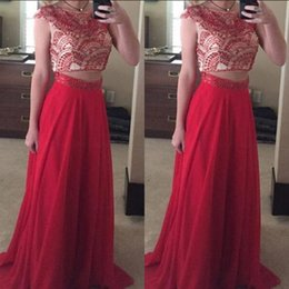 Barato Vestido De Formatura Sem Mangas-2017 Stunning Two Pieces Prom Dress Illusion Bateau Neck Capped Sleeveless Red Chiffon Prom Dressess Exquisite Beaded Crop Top Evening Gown