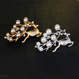 silver scarf clip NZ - Pearl Rhinestone Christmas Reindeer Brooches Pins Silver Gold Corsages Scarf Clips Women Men Crystal Brooch Christmas Jewelry Gift