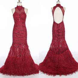Barato Longo Quente Ver Através De Vestidos-Sexy Hot Sheer Prom Vestido Borgonha Feather Prom Dresses Longo Formal Evening Party Vestidos High Neck Illusion Ver através Backless Party Wear