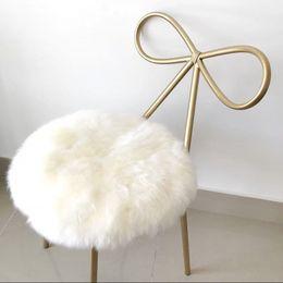 612c6375ef0 Cojín redondo de piel de oveja 100% real, alfombra pequeña de Sheepfur 35 *  35 cm Estera de asiento de piel blanca natural genuina, silla de piel