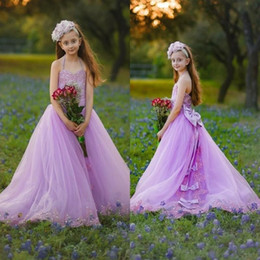 Barato Aniversário Imagens Flores-Imagens reais Lavender Flower Girls Vestidos para Casamentos Halter Bows Beads Lace Up Back Girls Siteant Dress Lace Appliques Kids Birthday Gown