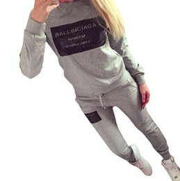 3ac9a79e771 2017 Moda Mulheres Sportswear Outono Carta Impresso Fatos de Treino de  manga Longa Ocasional esporte terno Trajes Mujer 2 Peça Set mulher roupas W1