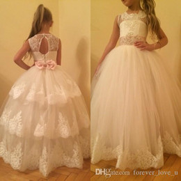 Barato Buraco Da Cerne Da Princesa-2016 Princess Flower Girl Vestidos Puffy Ball Gown Sheer Jewel Neck Beaded Crystals Lace Appliques sem mangas Keyhole Corset Back Pink Sash