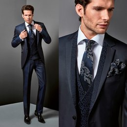 S'adapte À La Taille De L'homme Pas Cher-Handsome Dark Men Costumes Trois pièces avec une veste + Waistcoat + pantalons Custom Made Polyester en miroir en épingle Plus Size Tuxedo Wedding Suit