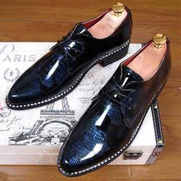 Mahogany Hair Canada - Pointed suits men's business casual Korean version of the trend of British style patent leather Liangpi hair stylist