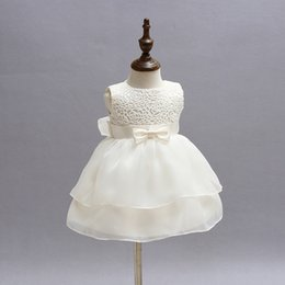 Robes De Baptême Mignonnes Pour Bébés Pas Cher-Vente en gros- Newborn Baby Girl Vêtements Cute Lace Flower Girls Robes pour le désherbage et la fête Baby Christening Gown Princess Infat Party Dress