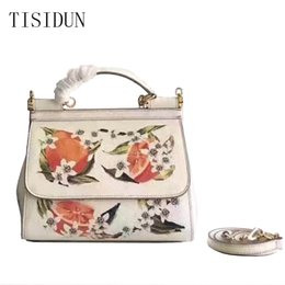 $enCountryForm.capitalKeyWord NZ - Women's Bag 2019 Summer New Korean Version Baitao Fashion Three-Layer Hand-held Inclined Straddle Bag Leisure Single Shoulder Embroidery Bag