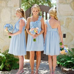 Robe De Mariée De Plage Taille Empire Pas Cher-2017 Light Sky Blue Short Beach Robes de demoiselle d'honneur Ruffles Robe en mousseline de soie Une épaule Empire Waist Maid of Honor Robe Robe d'honneur