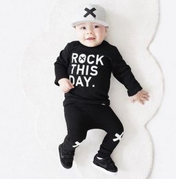 Ins autunno Baby Boys vestiti Set lettere stampate a maniche lunghe in cotone Top Tshirt + Pants 2pcs Bambini Outfits Bambini Set nero 3243