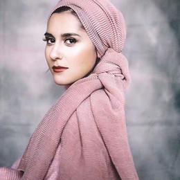 Venta al por mayor de Perla de color llano moda viscosa algodón voile bufandas largas chales musulmán otoño hijab wrap otoño cabeza bufandas