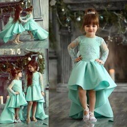 Habillez Les Enfants Chic Pas Cher-Chic High Low Girls Pageant Robes Arab Sheer Long Sleeves Lace Appliqued Flower Girl Robes pour les mariages Enfant Birthday Party Wears