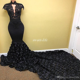 Barato Vestido Flores Rosa-Sexy Black Lace Prom Dresses Keyhole High Neck com 3D Rose Flowers Chapel Train Cap-Sleeves 2017 Mulheres tamanho grande Evening Gowns formal wear