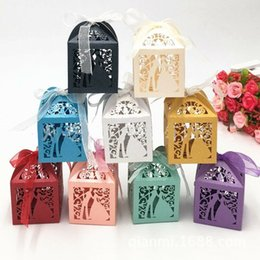 Emballage De Boîtes À Gâteaux De Mariage Pas Cher-50 pcs / pack Candy Holders Lover mariée de mariée Shape Wedding Candy Box Sweets Gift Favor Boîtes avec ruban 5 couleurs