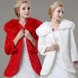 Barato Casacos De Dama De Honra Xales-2017 New Faux Fur Bridal Cape Bolero Jacket White Red Wedding Dresses Bridesmaid Wrap Wedding Shawl Manga comprida Acessórios de casamento