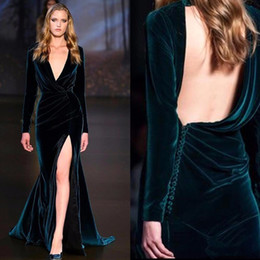 Barato Vestidos Formados De Manga Dividida-V Neck Velvet Long Sleeves Vestidos de noite Ruched Backless Split Sheath Backless Runway Vestidos de festa formal BA7277
