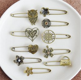 $enCountryForm.capitalKeyWord NZ - Personalized Retro Handmade DIY Jewelry Clothing Accessories Breastpin Retro Metal Brooch Cartoon Animal Flowers Bronze Pin