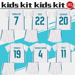 Chemises En Polyester Blanc Pas Cher-Maillot de football Real Madrid Jersey Kit enfant 17 18 Maillots de football blanc de maison du Real Madrid RONALDO RAMOS BALE Chemises de football pour enfants uniforme jersey + short
