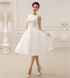 Barato Estoque Vestido De Noiva Branco Curto-Cheap In Stock Short Wedding Dresses 2018 New Elegant White A Line sem mangas Sexy Backless Boho Beach Bridal Gowns Fast Shipping