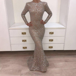 Barato Vestidos De Fita-Dark Champagne Prom Dresses 2018 O-neck manga comprida brilhante Sliver Crystal Yousef Aljasmi Mermaid Evening Gowns Party Dresses