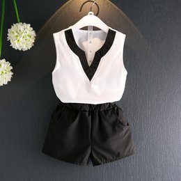 Short Tutu Blanc Pas Cher-New Summer Girls Clothing Suit V Neck Sans manches Tops blancs Chiffon Vest + Shorts noir 2pcs Kids Set Children Outfits 13182