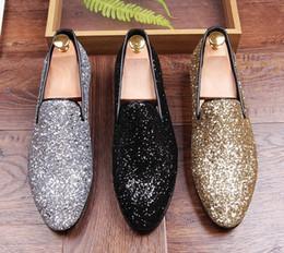 Nuovi uomini di design glitter oro argento nero paillettes scarpe a punta  fannullone per uomo vestito da partito scarpe da sposa mocassini Groom  scarpe a907bc64774