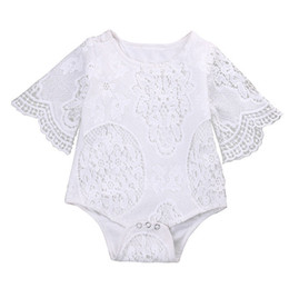 Combinaison Blanche À Manches Pas Cher-2017 Summer Ins Baby Girl White Lace Rompers Infant Toddlers Floral Fly Sleeve One Piece Jumpsuit Baby Batwing Sleeve Rompers